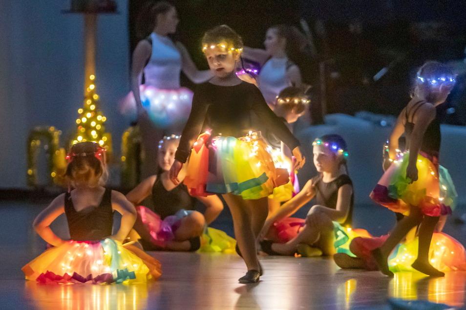 """Bis 2019 erfreuten die """"Tanzperlen des Zschopautales"""" alljährlich die Zuschauer mit ihrer Weihnachtsrevue. Im vergangenen Jahr musste sie coronabedingt ausfallen. Die Tänzer hoffen aber, dieses Jahr wieder durchstarten zu können."""