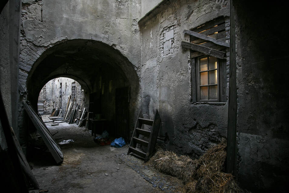 """Vom Innenhof ließ sich bisher noch fast jede Filmcrew begeistern, hier das Set vom """"Marx""""-Film."""