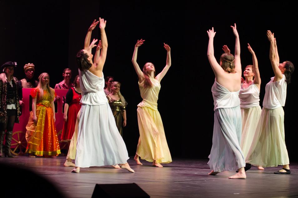 Stilvoll auf der Bühne - die Tänzer der Musical-Werkstatt waren schon bei zahlreichen Aufführungen zu sehen.