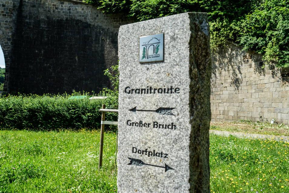 Die Granitroute führt Besucher durch Demitz-Thumitz. An vielen Stationen erfährt man Interessantes über das Gestein, seinen Abbau und die Verwendung.