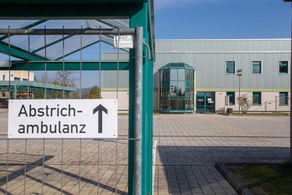 Der Landkreis hat schon Hunderttausende Euro in Corona-Maßnahmen investiert, wie in die Abstrichambulanz am BSZ in Pirna-Copitz.