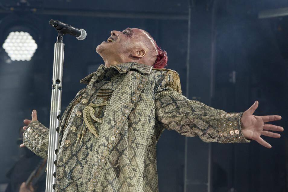 Rammstein-Sänger Till Lindemann bei einem der beiden Dresden-Konzerte in diesem Jahr.