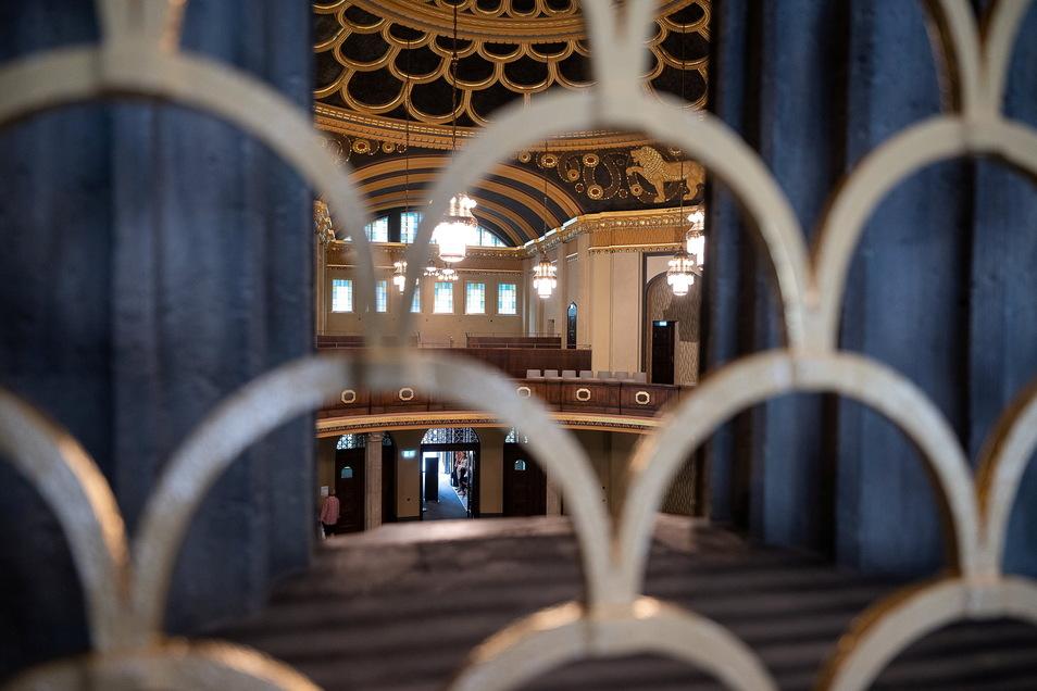 Blick von der Sängerempore in den Kuppelsaal. Die sich wiederfindenden goldenen Bögen haben Michael Guggenheimer besonders gefallen.