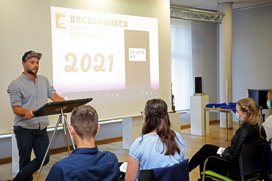 Durch den Buchsommer-Auftakt führte Moderator und Poetry-Slammer Nils Straatmann.