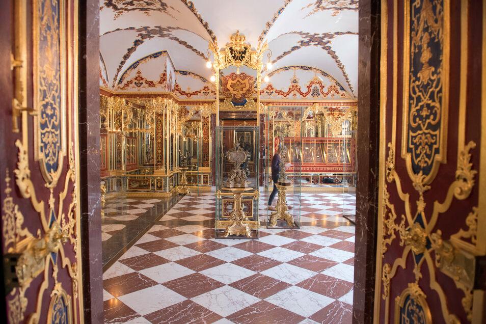 Blick in das Juwelenzimmer im Historischen Grünen Gewölbe im Dresdner Schloss.