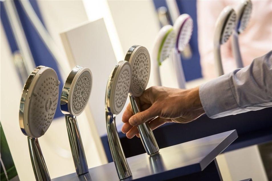 Um möglichen Problemen vorzubeugen, rät der Vermieter unter anderem, Duschköpfe zu reinigen oder zu wechseln.