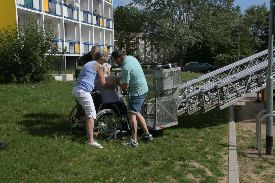 Viele der Bewohner sind auf den Rollstuhl oder Rollator angewiesen.