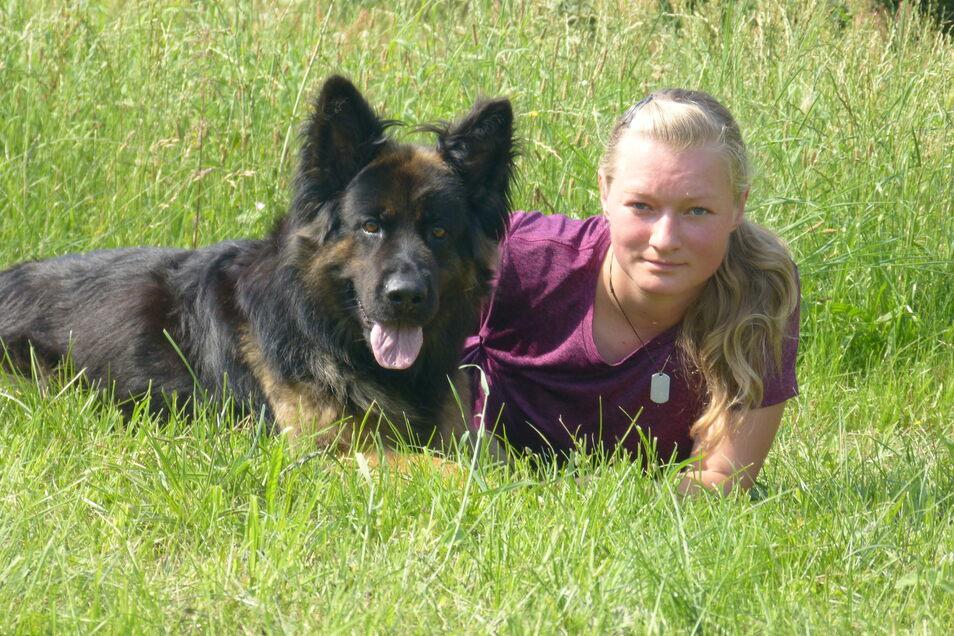 Tierpsychologin und Hundetrainerin Luisa Klein mit Schäferhündin Sieglinde.