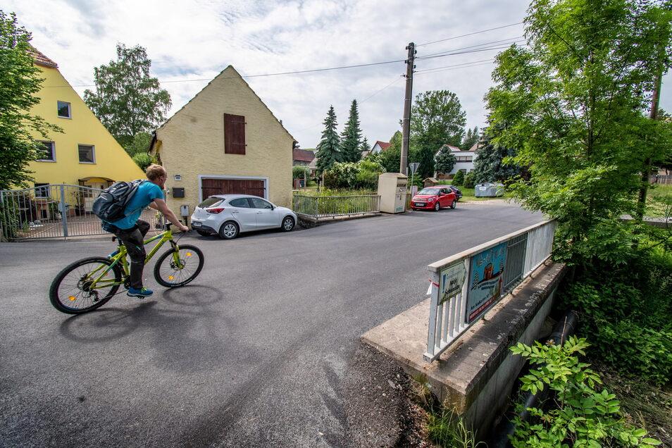 Die Sömnitzer Straße in Obersteina war ein Flickenteppich. Nun wurde sie erneuert.