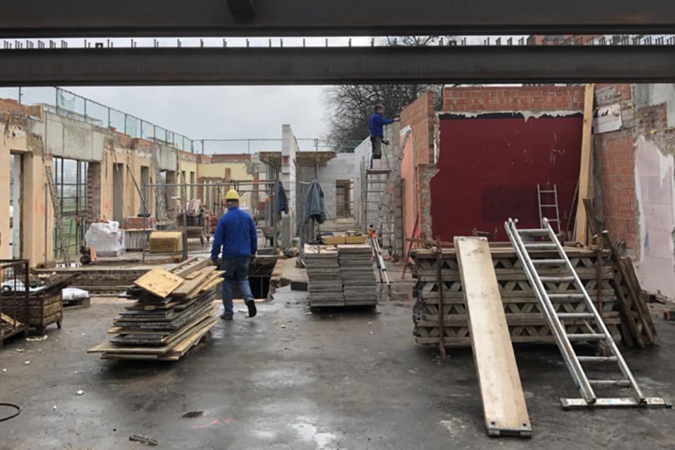 Betrieb auf der Baustelle.