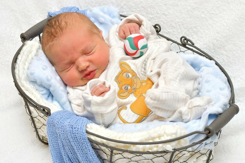 Karl Steffen, geboren am 4. Januar, Geburtsort: Freital, Gewicht: 2.900 Gramm, Größe: 47 Zentimeter, Eltern:  Jeanette und Tobias Groß, Wohnort: Freital