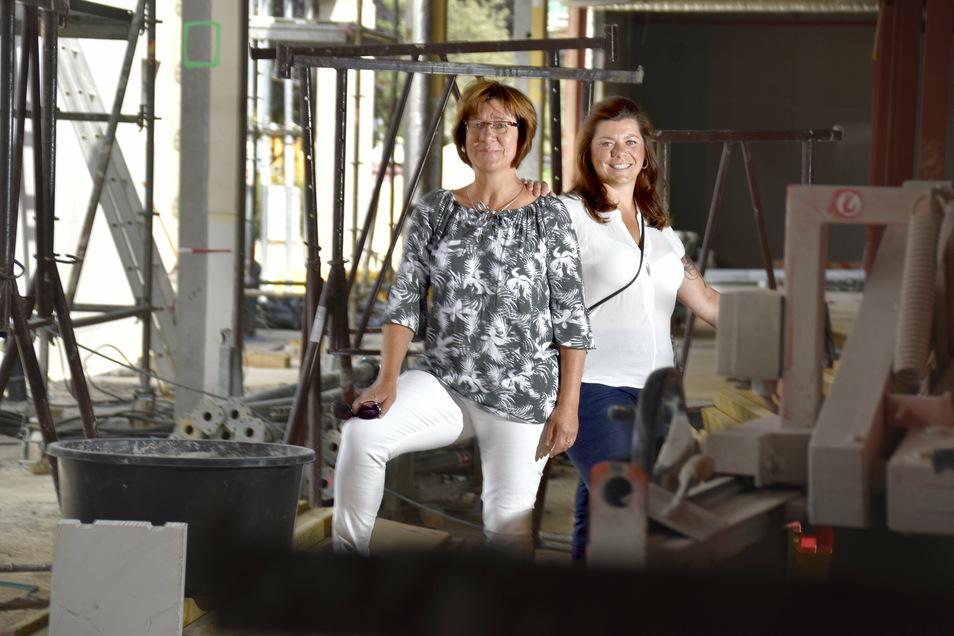 Noch keine Spur von Restaurant: Wo Katrin (li.) und Nancy Hauke stehen, soll in einigen Wochen ihre Ziegelwirtschaft öffnen.