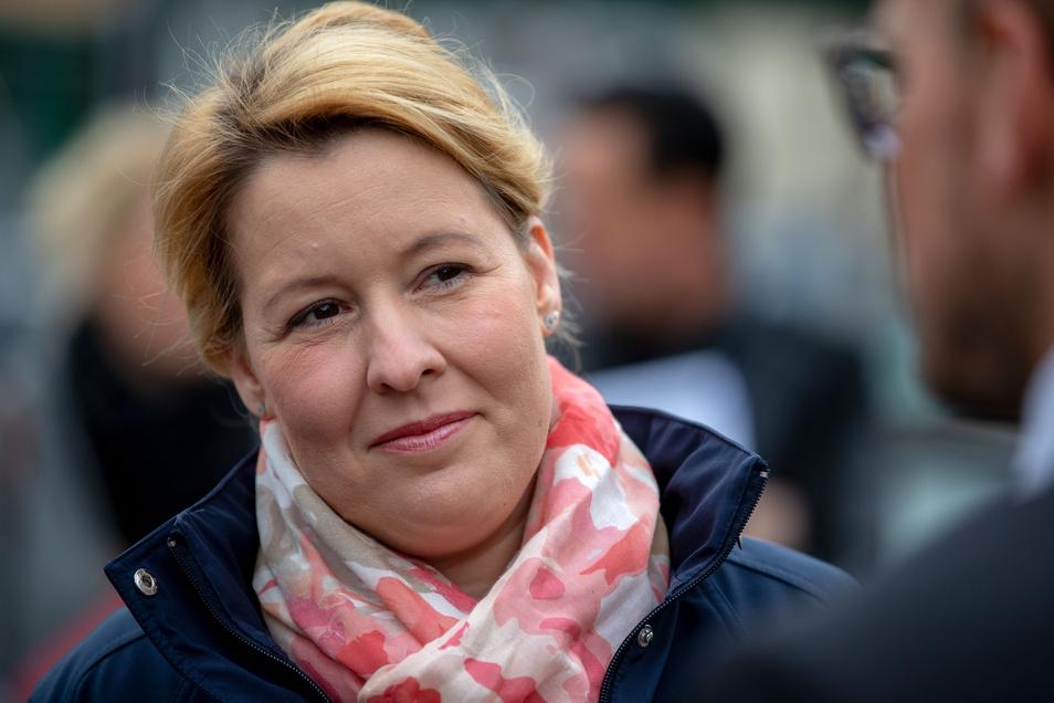 Bundesfamilienministerin Franziska Giffey (SPD) soll in ihrer Doktorarbeiter die Regeln des wissenschaftlichen Arbeitens missachtet haben.