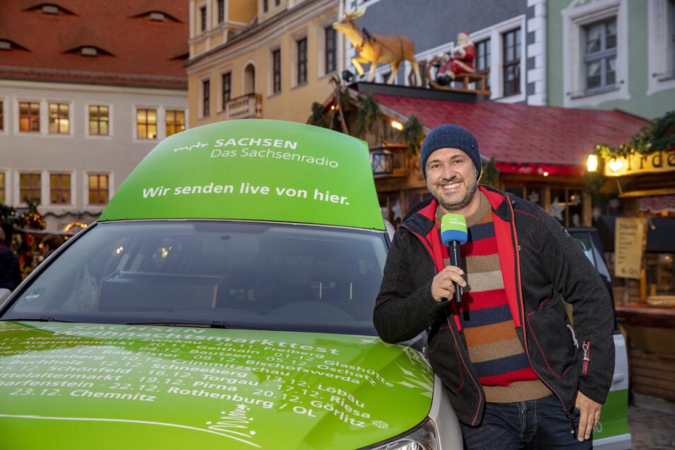MDR-Radiomoderator Silvio Zschage ist am Sonntag in Glashütte zu erleben. Er testet hier den  Weihnachtsmarkt.
