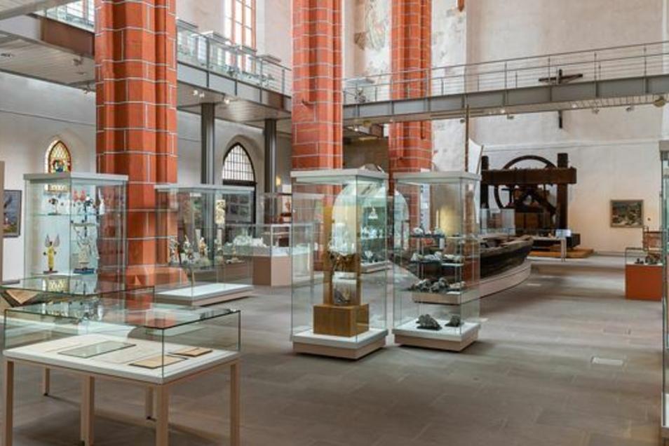 Blick in die Mineralienausstellung im Meißner Stadtmuseum - das selbst schon ein Hingucker ist.