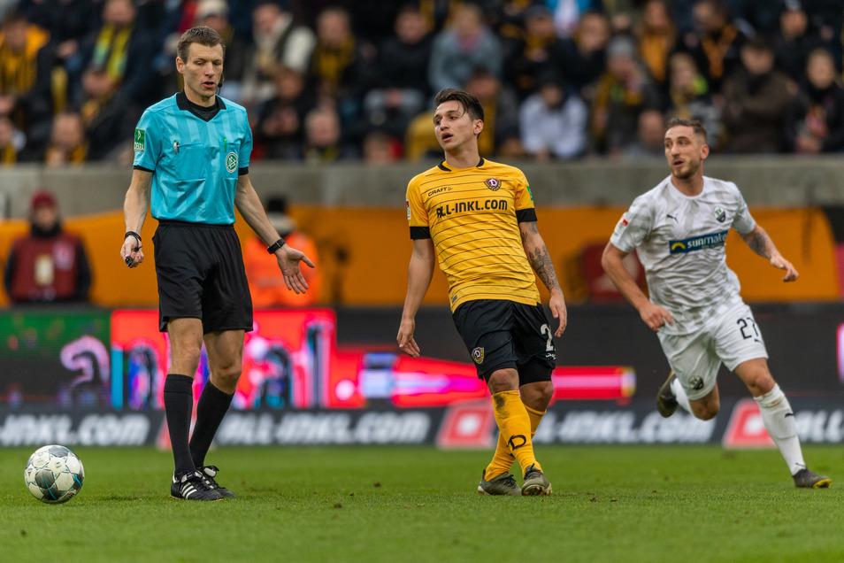 Dynamo spielt gegen Sandhausen - und der Schiedsrichter eine der Hauptrollen.