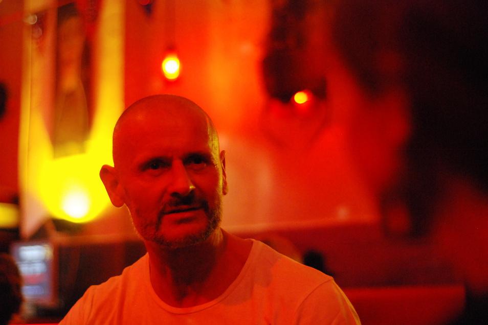 Helge-Björn Meyer ist als Theater-Dramaturg bekannt. Er gewann einen Ideenwettbewerb der Staatlichen Kunstsammlungen und initiiert nun in Oderwitz; einen Kunst-Parcours.