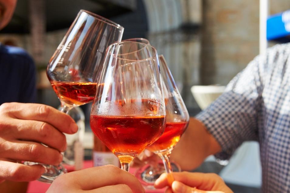 Anstoßen zum Weinsommer in Dresden ist erst im nächsten Jahr wieder möglich.