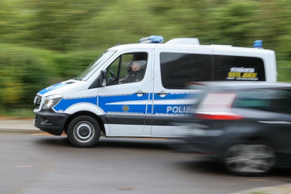 Die Polizei musste einen BMW stoppen, der gerade losfahren wollte. Dann folgte eine Kontrolle.