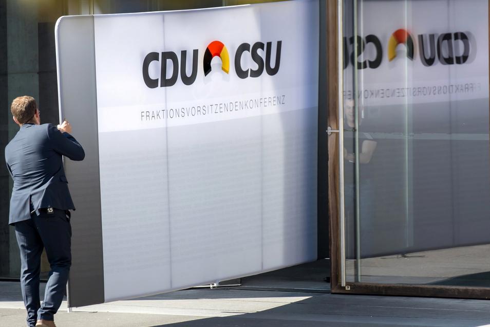 CDU/CSU legen in der Wählergunst wieder leicht zu.