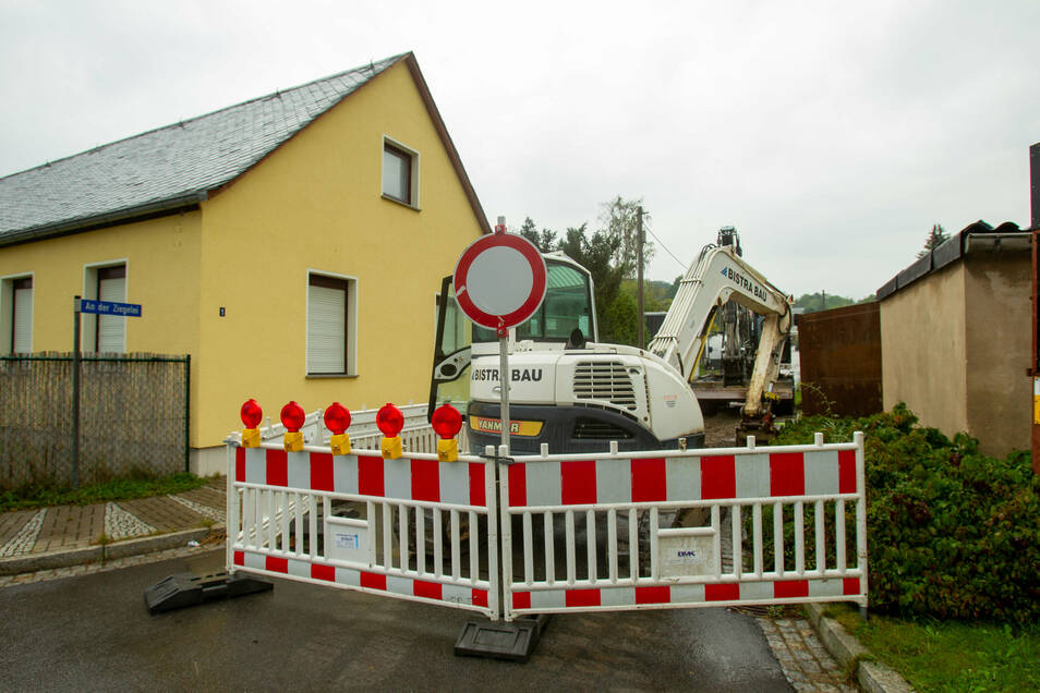 Stadtwerke-Baustelle an der Kreuzung Zehistaer Straße/An der Ziegelei: Nur von dieser Seite ist die Einfahrt verboten.