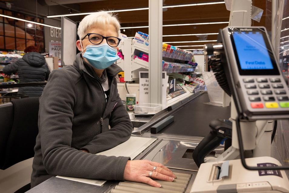 Die Euphorie um Alltagshelden wie die Kassiererin Maren Merz vom Radeberger Edeka-Markt legte sich schnell. Zurück blieben gereizte Kunden.