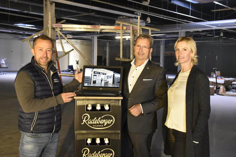 """John Scheller (li.), Inhaber des Edeka-Marktes in Radeberg und Axel Frech, Chef der Radeberger Brauerei, wagen sich auf Neuland. Sie eröffnen im Silberberg Center die """"Radeberger Heimatwelt""""."""