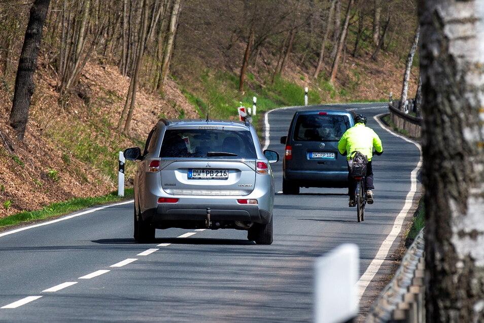 Die Straße durchs Lockwitztal ist bei Radfahrern beliebt, aber mitunter ganz schön eng.