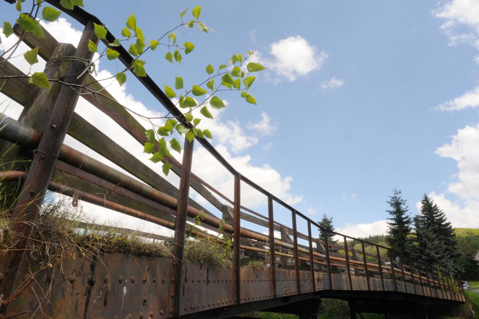 Die Brücke am Salzweg in Ebersbach muss weg, daneben wird eine neue gebaut.