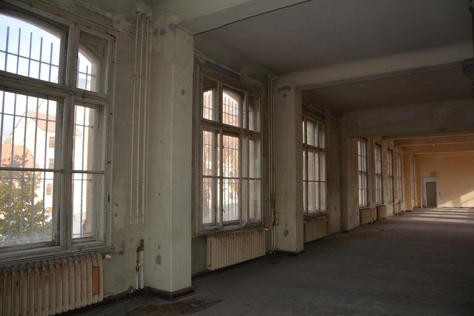 Die oberen Geschosse sind alle sanierungsbedürftig.