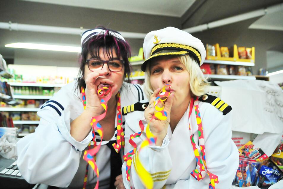 Bald ist Fasching wie hier bei Kirst & Co in Großenhain. Anja und Birgit hatten im Vorjahr Spaß.