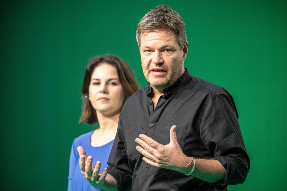 Die Grünen-Vorsitzenden Robert Habeck und Annalena Baerbock arbeiten an ihrem wirtschaftspolitischen Image, um in der Corona-Krise nicht in Vergessenheit zu geraten.
