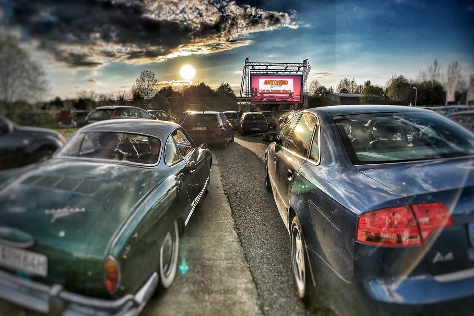 Kino im Auto in Görlitzer Norden. Eine Fläche, die groß genug ist, fanden die Veranstalter bei der Car-Pro-Akademie.