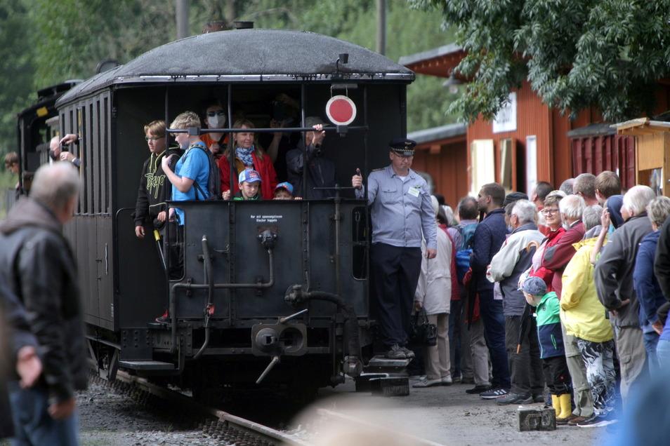 An beiden Tagen konnten die Besucher auf der neuen Strecke mitfahren. Eine Gelegenheit, die gern genutzt wurde.