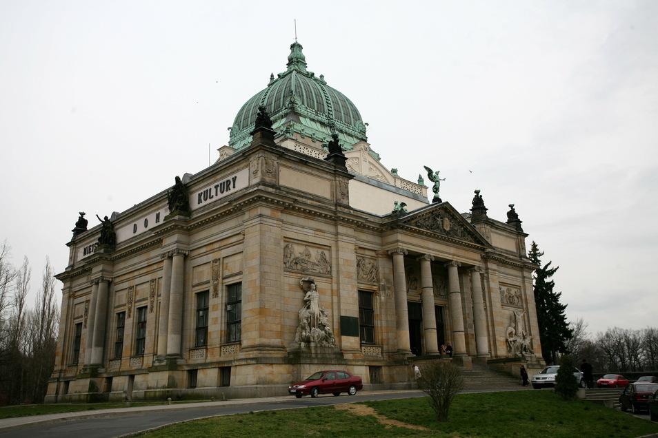 Das Dom Kultury - erbaut als deutsche Ruhmeshalle - in Zgorzelec. In der Nähe befindet sich das Mutter-Kind-Heim.