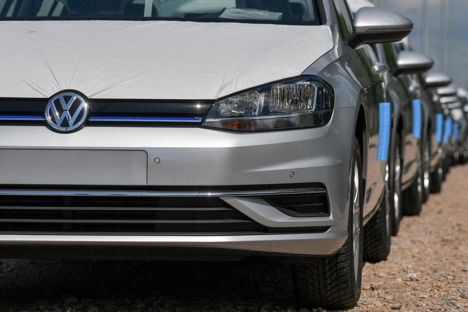 Der VW Golf wird seltener auf deutschen Straßen, kann seinen Titel als mit Abstand häufigstes Auto hierzulande aber locker verteidigen.