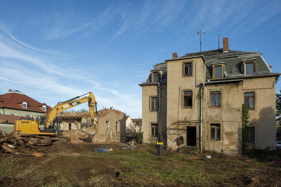 Eins der beiden zum Abriss bestimmten Gebäude ist bereits bis zum Keller abgetragen.