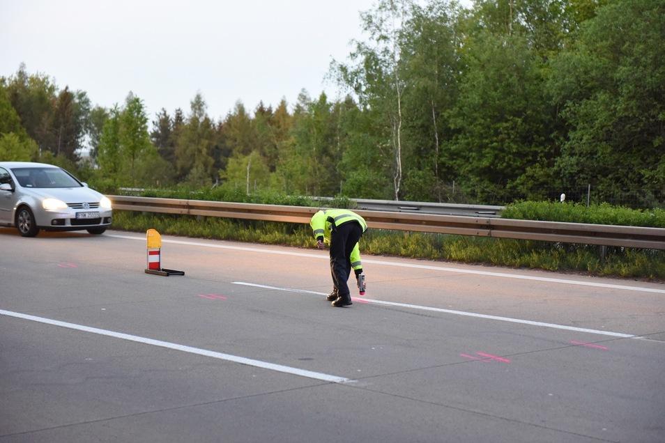 Der Verkehrsunfalldienst sicherte vor Ort erste Abdrücke...
