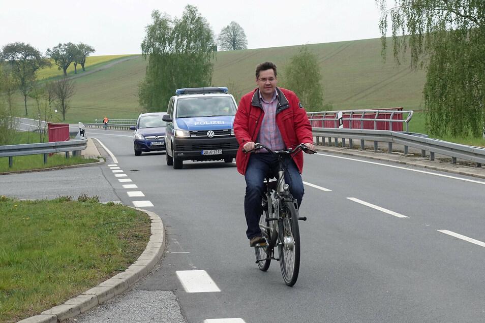 Abgesehen von Bürgermeister Daniel Brade (SPD) hatten sich neben den Fahrradfreunden keine der eingeladenen Politiker bei den Protestaktionen an der Strecke blicken lassen.