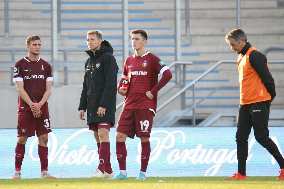 Nach der 1:2-NIederlage sind die Dynamo-Spieler Christoph Daferner, Marco Hartmann und Jonthan Meier sowie Fitnesstrainer Matthias Grahé enttäuscht.