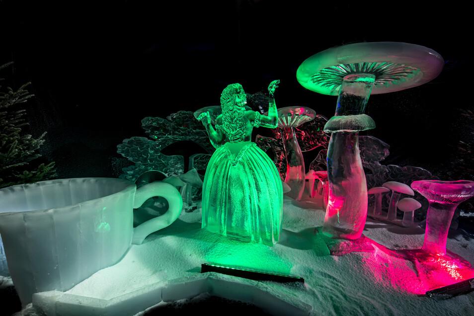 Alice im (Eis)wunderland reiht sich ebenfalls unter die Eisfiguren.