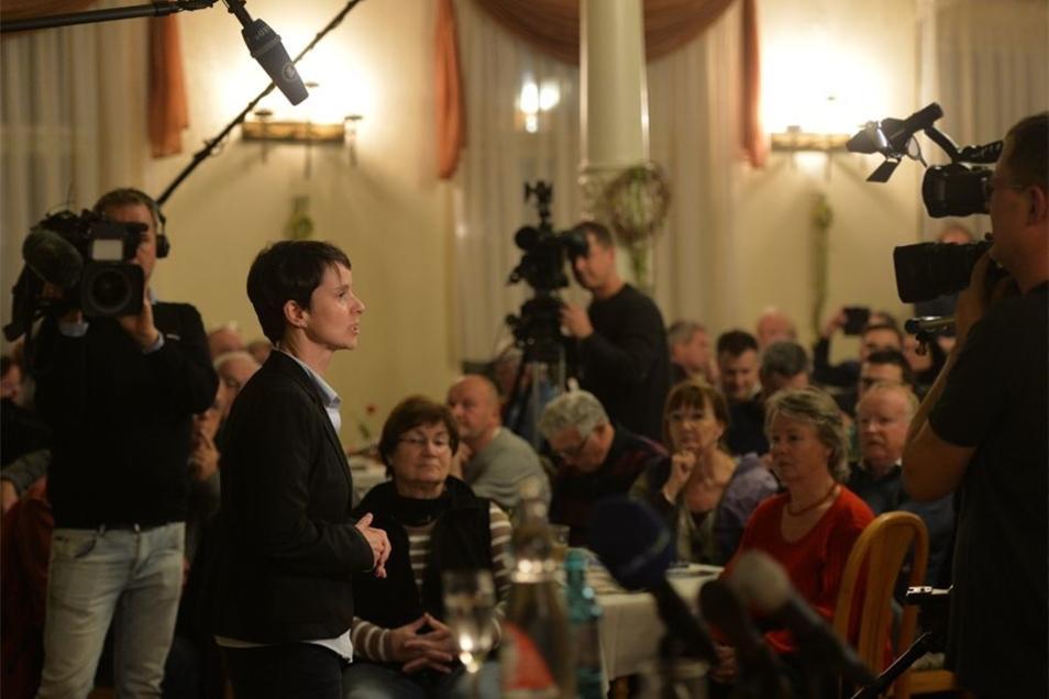Etwa 150 Besucher waren auf die neue Partei  gespannt.