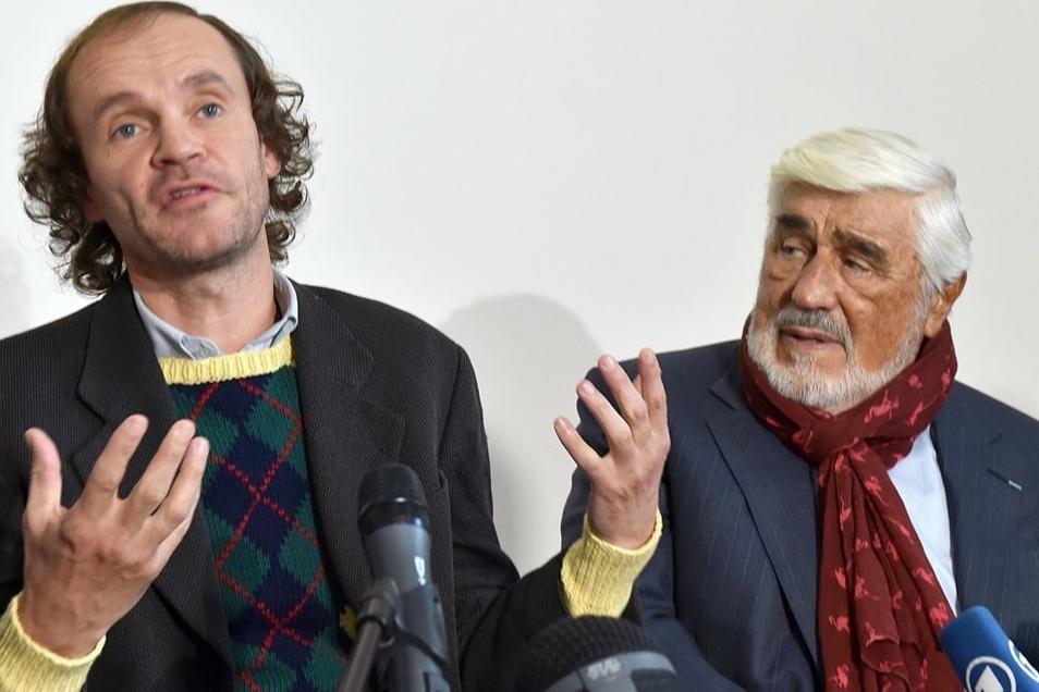 """Olaf Schubert (l) und Mario Adorf auf der Pressekonferenz zum Film """"Schubert in Love""""."""
