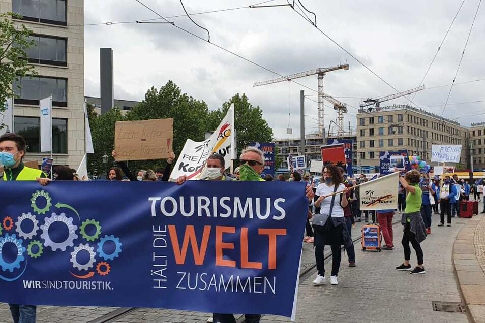 Gegen Mittag erreichten die Demonstranten den Postplatz.