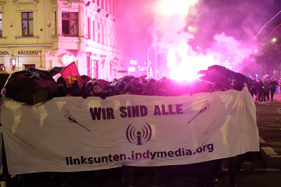 Laut Polizei und Versammlungsbehörde hatten sich ungefähr 1600 Menschen an der Demo beteiligt.