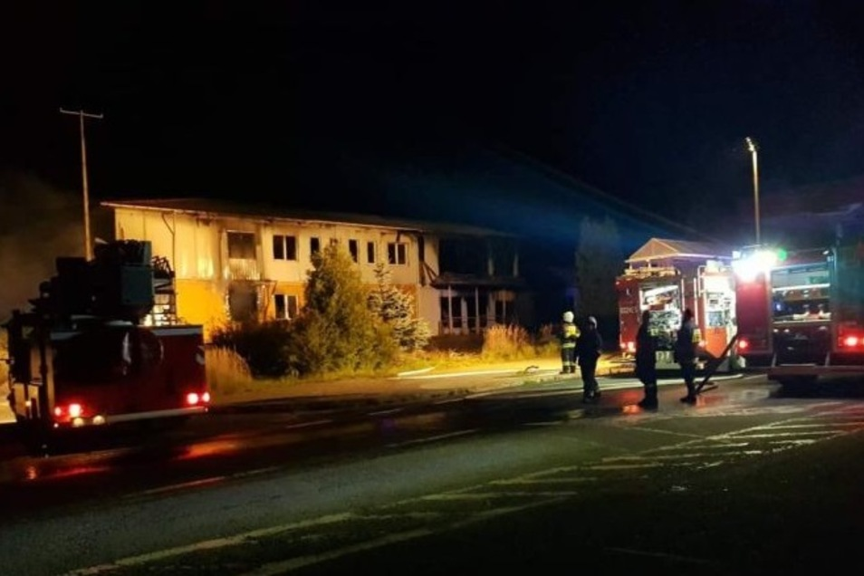 Die Feuerwehr hat einen Brand am ehemaligen Kontrollgebäude löschen müssen - wieder einmal.
