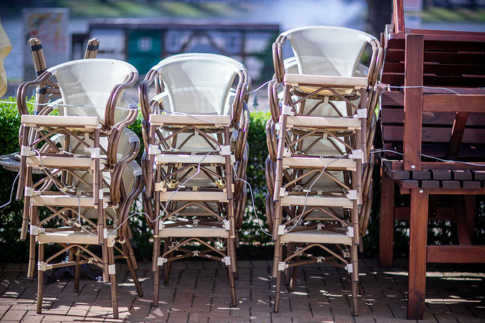 Symbolbild: Die Restaurants In Mittelsachsen dürfen ihre Stühle wieder aufstellen, wenn auch unter strengen Auflagen.