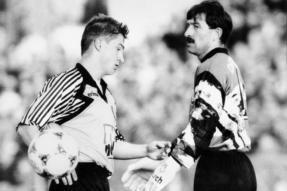 René Beuchel (l.) rückte damals als Talent aus dem Nachwuchs ins Bundesliga-Team von Dynamo auf. Torwart Stanislaw Tschertschessow war dagegen bereits international erfahren.