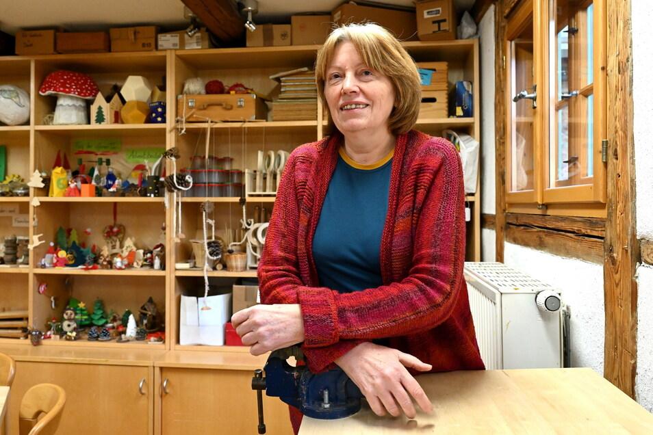 Karin Roscher in der verwaisten Walderlebniswerkstatt in Tharandt. Die Experimentiertage finden nur online statt.