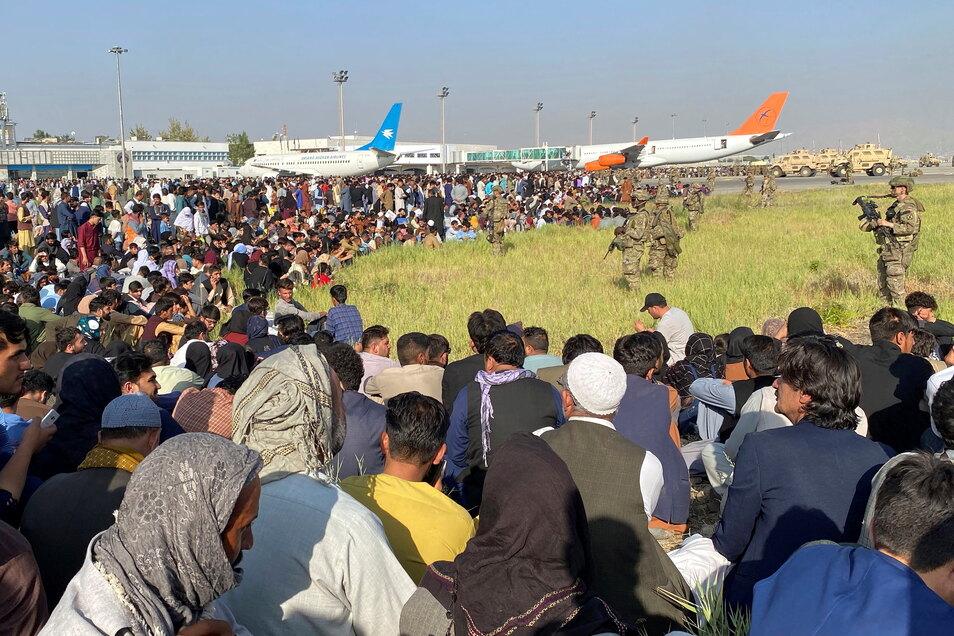 In Kabul kommt es seit Tagenzu Chaos am Flughafen.